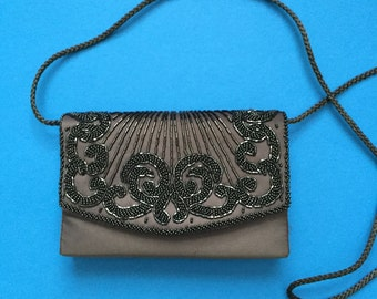 La Ronde Handmade Vintage Purse; Gray with Black Beads; Front Flap Kiss Clasp; Cross Body Purse; Braided Strap; Inside Pocket