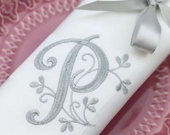 Set of 4 Monogrammed Napkins / Personalized Napkins / Cloth Dinner Napkins / Embroidered Napkins / Wedding Napkins/ Font 16