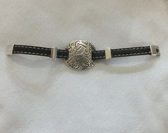 Genuine leather bracelet with stitching