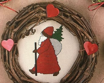 Vintage Country Folk Santa Mini Wreaths counted cross stitch Designs for vines Leaflet 13