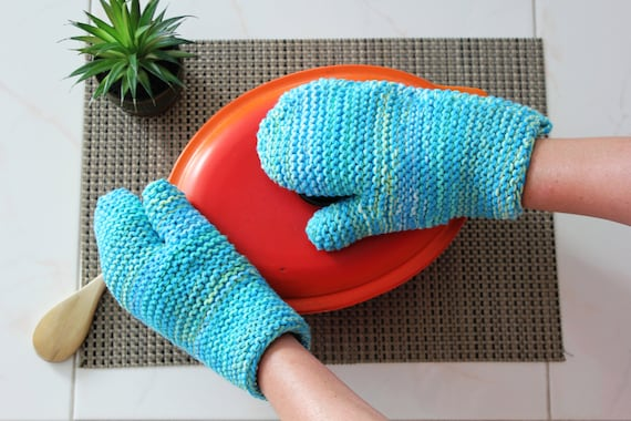 Knitting Pattern Oven Gloves : Set of 2 knitted oven mitts / Set of 2 knitted oven mitts