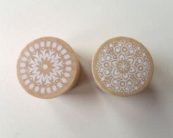 Set of 2 wooden pattern lace N2 buffers