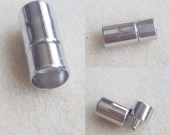 Silver finding.Made of antiallergic, galvanized metal.22x11mm inserd 10mm.