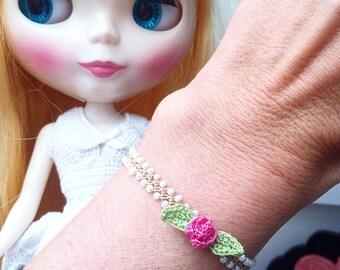 Crochet bracelet beige with Rahman zoownatas