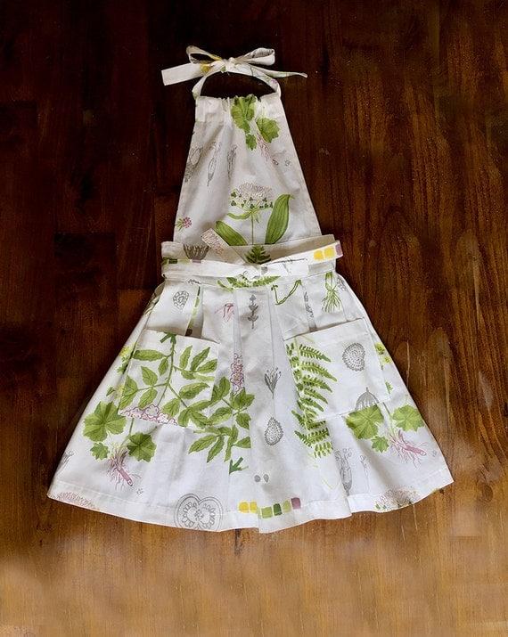 Plants and Gardening inspired print Dress like flirty Women pleated gift Handmade with Pockets Hostess APRON