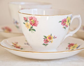 Royal Vale vintage meadow flowers teacup with saucer. Bone china Made in England. Ideal for Tea & Coffee lovers, tea party, housewarming