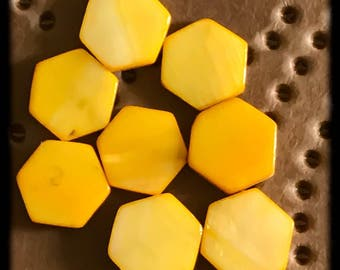 Mother of Pearl Shell Beads - Yellow - 14mm - 8 Beads - C22