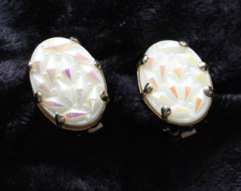 COE # 103 Vintage Sculpted Pearl-Like Oval Clip On Earrings