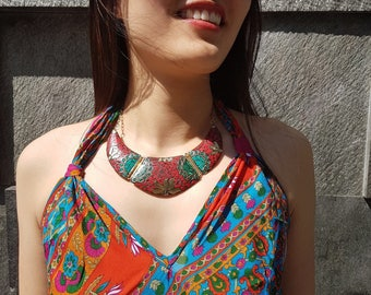 Set necklace and earrings. Choker incustrado with coloured stones. Set with earrings included.