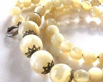 Vintage art deco Mother of Pearl Necklace, Mother of Pearl Round Bead Necklace