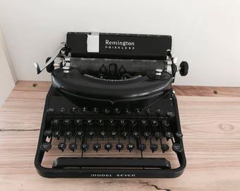 Remington Noiseless Model 7 Antique Typewriter // 1930's/40's Era