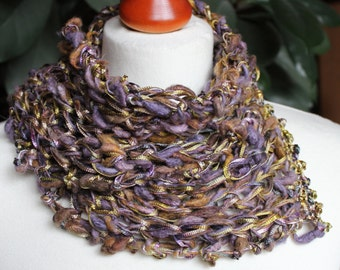 Scarf, loop from hand-woven silk and Viscosebändchen in mauve gold