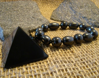 Shungite bracelet set with an elastic band and the pyramid 40 mm. from Karelia.