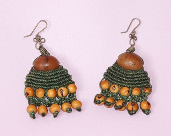 Earrings macrame thread and exotic seeds