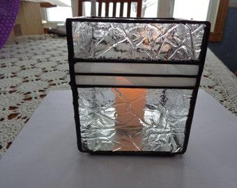 Clear glass candleholder