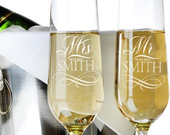 Set of 2, Mr. Mrs. Wedding Toasting Flutes and Glasses Wedding Champagne Glasses Engraved Champagne Flutes, Personalized Champagne Glass #N1