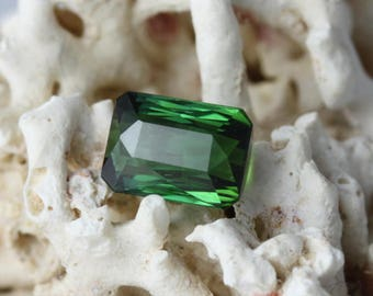 Green Tourmaline 2,15 carats- natural gemstone