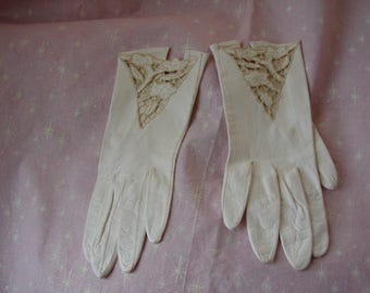 Vintage Eros Ivory Embroidered Kid Leather Gloves, Small, Size 7, 27