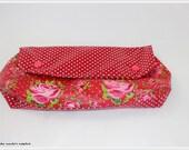 Kosmetiktäschchen aus Wachstuch, rot mit Blumen, nach Tilda Schnitt, handgearbeitet