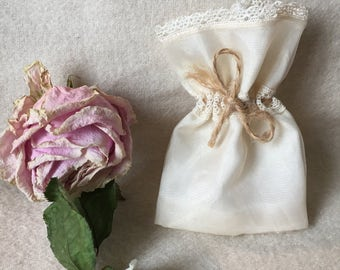 Dragees Organza and lace wrap - dragees' bag