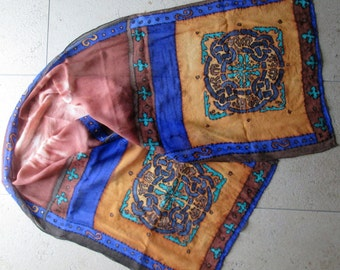 Silk shawl with Celtic motif