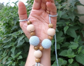Necklace of portage and breastfeeding
