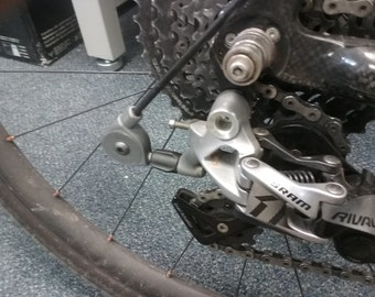 Redirect pulley for bicycle rear derailleurs