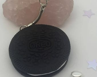 Large Oreo cookie keyring, quirky oreo charm, cute realistic biscuit charm, novelty biscuit keyring