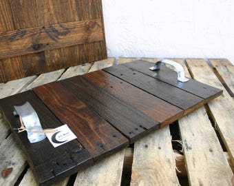 Rustic pallet serving tray whith galvanized handles