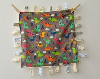 baby taggie blanket (dinosaurs), blue ribbons, baby shower gift, Baby boy gift