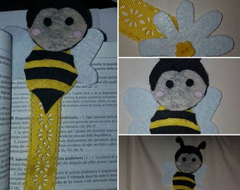 Bookmark bee in hand-sewn felt