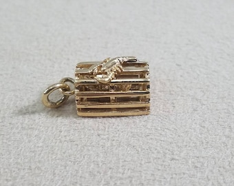 14kt yellow gold lobster in trap charm