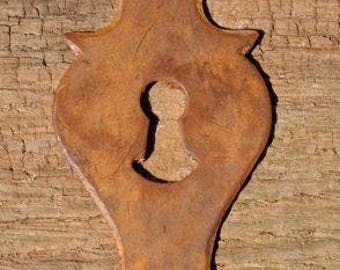 RUSTY IRON ESCUTCHEON No 2