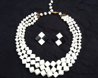 Vintage 1960s necklace and earrings set
