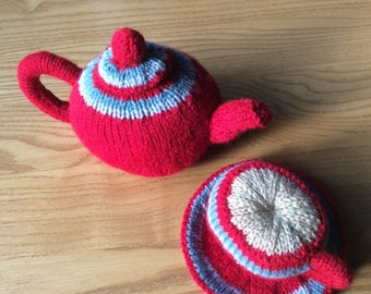 Knitted tea pot and tea cup