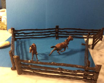 Vintage 1950's metal horse and plastic horse with fence (7 pieces)