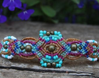 Micromacrame bracelet with brass and glass beads