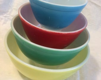 Vintage Retro Pyrex Primary Color Mixing Bowls / Set of 4 Nesting Bowls / 401 402 403 404 / Yellow Green Red Blue / 1950s Kitchen