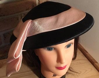 Vintage 50's Designer Hat / An Original CASPAR DAVIS of Hollywood / Black LAMPSHADE Hat with Peachy Pink Trim