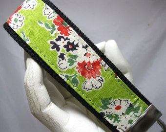 Wristlet Key Chain Key Fob Green Floral Bouquet