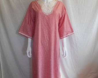 Closing Shop Sale 40% Off 70's 80's    Red white stripped maxi dress night gown