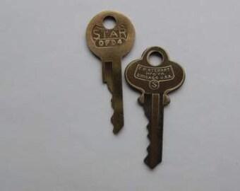 Vintage Metal key FW Stewart Chicago USA