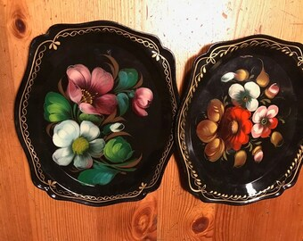 vintage floral two   painted tole trays  hang on the wall use in the kitchen bar 7 inches around made in USSR Russia old