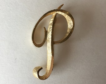 Initial P Pin Mamselle Monogram Brooch in Gold