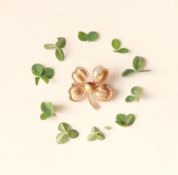 Vintage clover pin, Gold clover brooch, bridal keepsake, Gift for bride, Gold clover good luck pin, Clover bouquet pin, Simple boutonniere