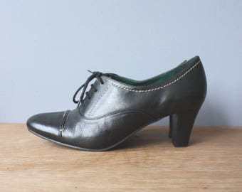 vintage 90s heels 7M or 8 US / black leather oxfords / lace up oxford heels