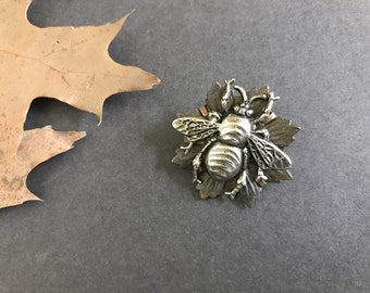 Bee Brooch, Silver Bee Pin, Bug Pin, Insect Brooch, Bee Lover, Woodland Brooch, Nature Inspired, Bumble Bee, Lapel Pin, Sweater Pin, Noir