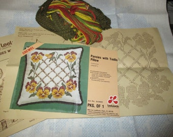 Floral Pillow Kit Lee Wards Pansies with Trellis Vintage Crewel Kit 35-50829