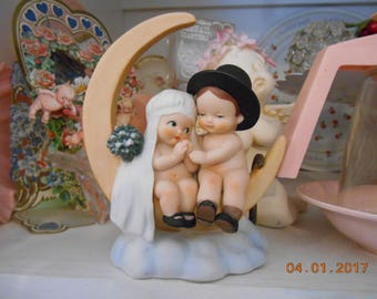 1985 The Hearst Corporation The Heirloom Tradition Newly Weds H1736 Figurine Naked boy and girl in wedding hat and shoes sitting on a moon