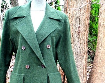 Military style vintage 80s , olive green wool, full lenght coat. Made by Willis & Geiger in Ireland. Size 8.